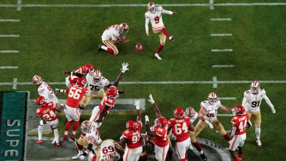49ers kicker Robbie Gould gives San Francisco a 13-10 lead in the third quarter.