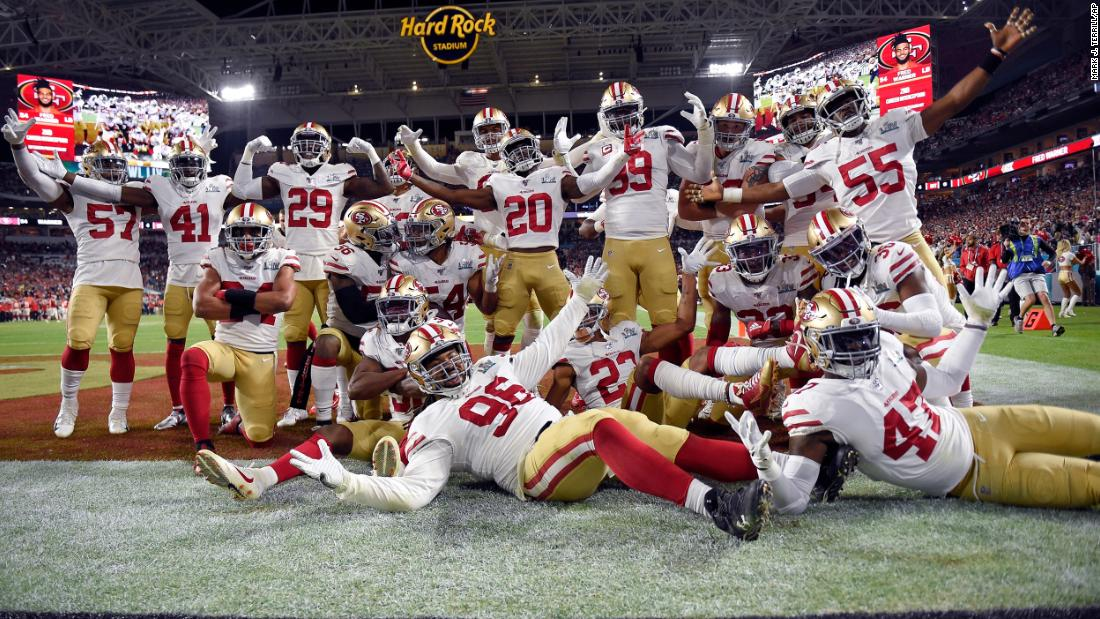 The 49ers celebrate after Fred Warner intercepted a Mahomes pass in the second half.