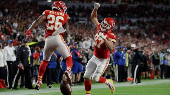 Williams celebrates with tight end Travis Kelce after Kelce caught a touchdown pass to cut into San Francisco