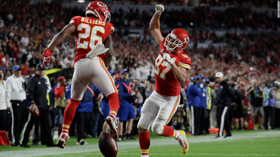 Williams celebrates with tight end Travis Kelce after Kelce caught a touchdown pass to cut into San Francisco's fourth-quarter lead.