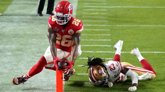 Williams reaches across the goal line to give the Chiefs a 23-20 lead in the fourth quarter.