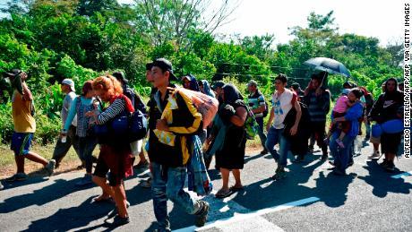 Un juge bloque la règle de l'administration Trump limitant les demandes d'asile des Centraméricains