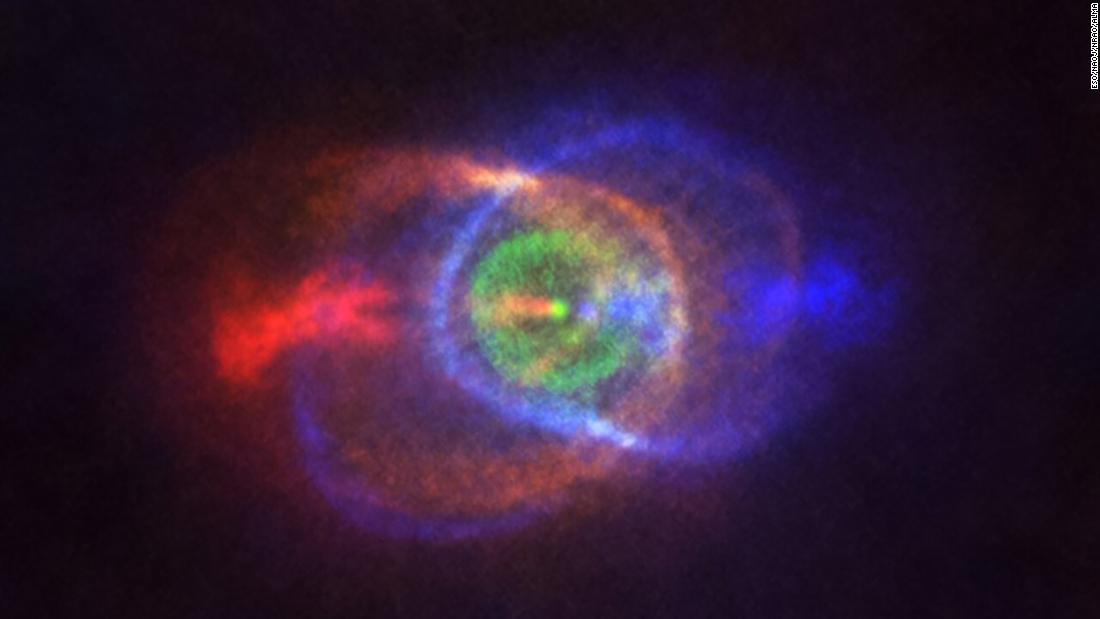 This new ALMA image shows the outcome of a stellar fight: a complex and stunning gas environment surrounding the binary star system HD101584.