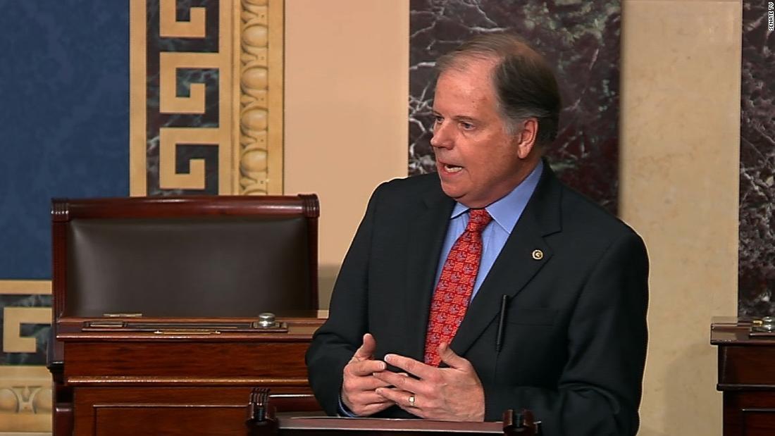 Η δημοκρατική γερουσιαστής λέει ότι έσπασε με το κόμμα του ιού νομοσχέδιο διότι