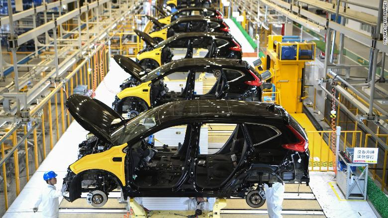 Una catena di montaggio nello stabilimento di Dongfeng Honda a Wuhan, in Cina.