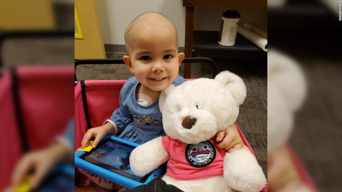 A restaurant opened early to serve a 3-year-old cancer patient her favorite meal