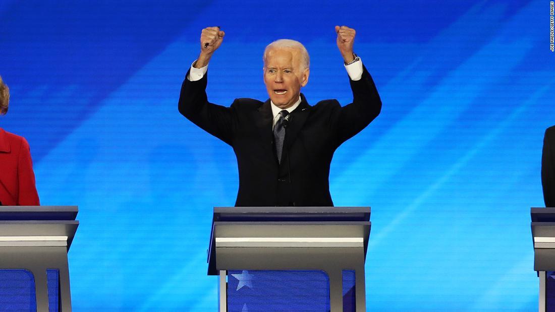 Biden求衆スタンドに拍手を送り火力トランプスタッフ等