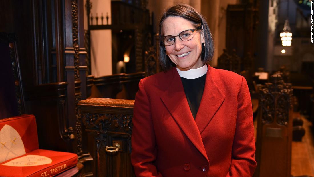 Episcopal Diocese of Michigan menahbiskan perempuan pertama dan terbuka lesbian uskup