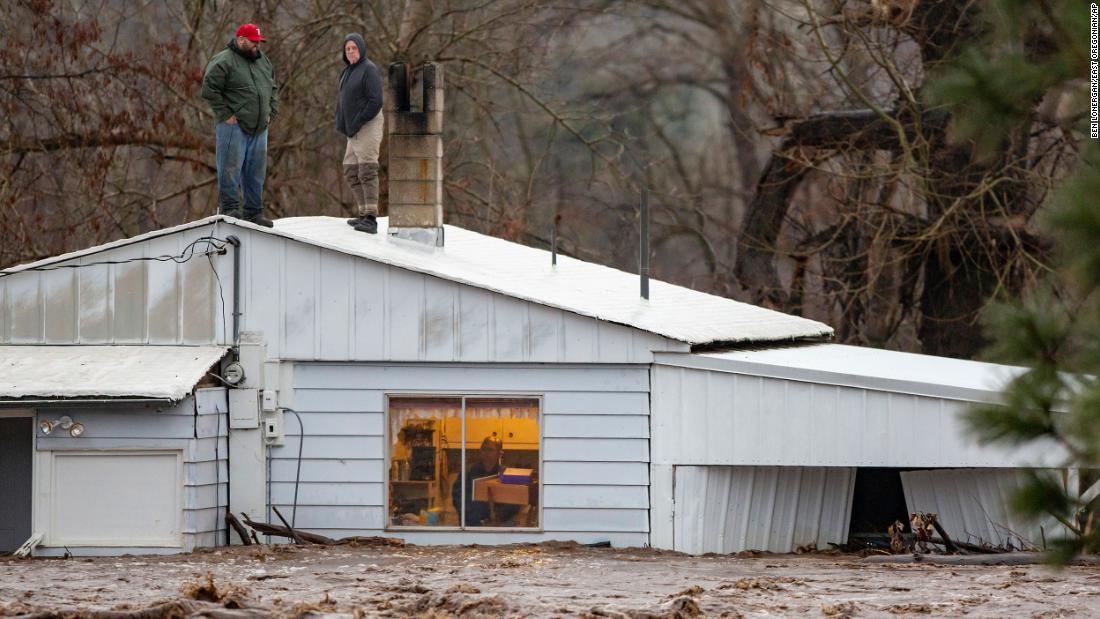 Dutzende von Menschen in Ost-Oregon gerettet wurden von Fluten