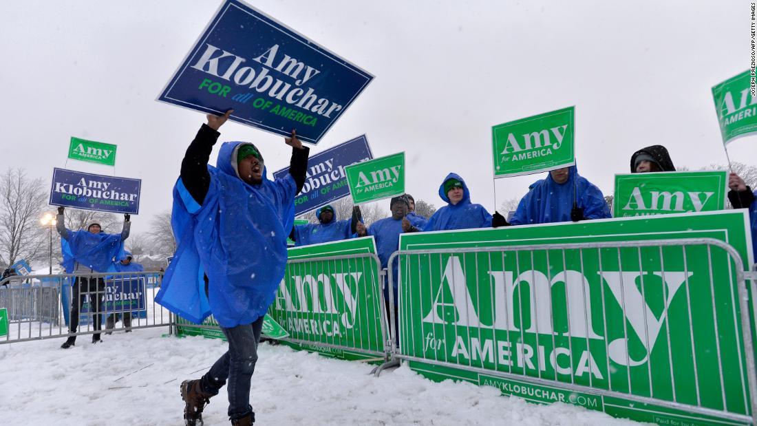 Klobuchar Massen zieht in New Hampshire, als Sie die Hoffnungen auf einen Anstieg der Dienstag primären