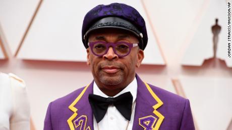 Spike Lee pays tribute to Kobe Bryant in custom Oscars suit