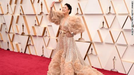 Oscars 2020 red carpet: Stars embrace sustainability and sleeves, while men's fashion falls flat