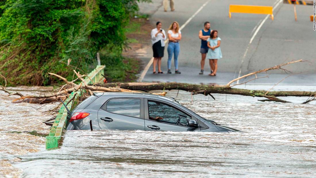 Schwerste Regen in 30 Jahren stellt sich die Buschfeuer