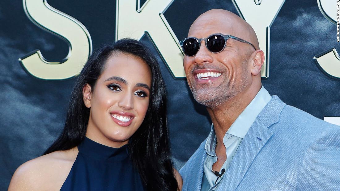 सिमोन जॉनसन: डब्ल्यूडब्ल्यूई लीजेंड द रॉक की बेटी को सर्जरी से गुजरना पड़ा 1