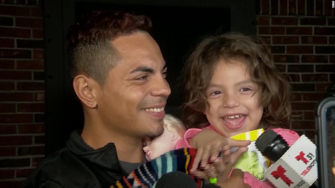 Vater wiedervereint mit 3-jährigen Tochter, nachdem Sie wurde entführt von Ihrer Einfahrt