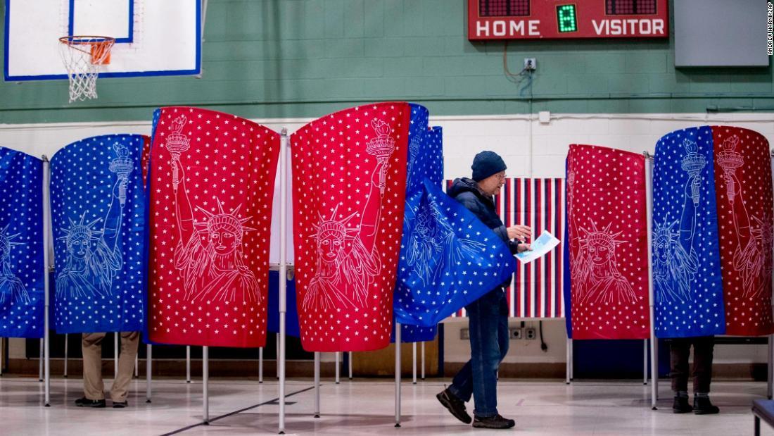 Die Wähler sind casting Stimmzettel in der New Hampshire primary. Die meisten Umfragen schließen um 7 Uhr ET, und alle Umfragen schließen, um 8 Uhr ET