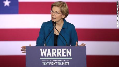 Warren fala em seu evento noturno principal em 11 de fevereiro de 2020 em Manchester, New Hampshire. Os eleitores de New Hampshire votaram hoje nas primárias presidenciais da nação.
