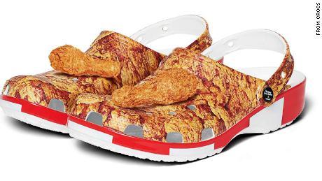 KFC و Crocs مسدود شده ای را پوشانده اند که با مرغ سوخاری پوشانده شده با جذابیتی که بوی آن نیز شبیه است