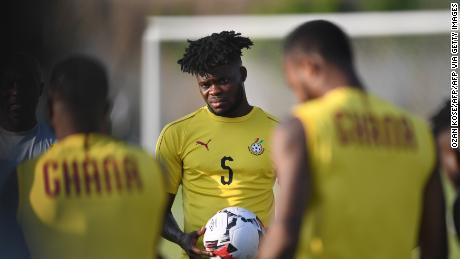 Partey (C) attends a training session at the Ismailia Stadium, on June 28, 2019, on the eve of the 2019 Africa Cup of Nations (CAN) group F football match between Cameroon and Ghana.