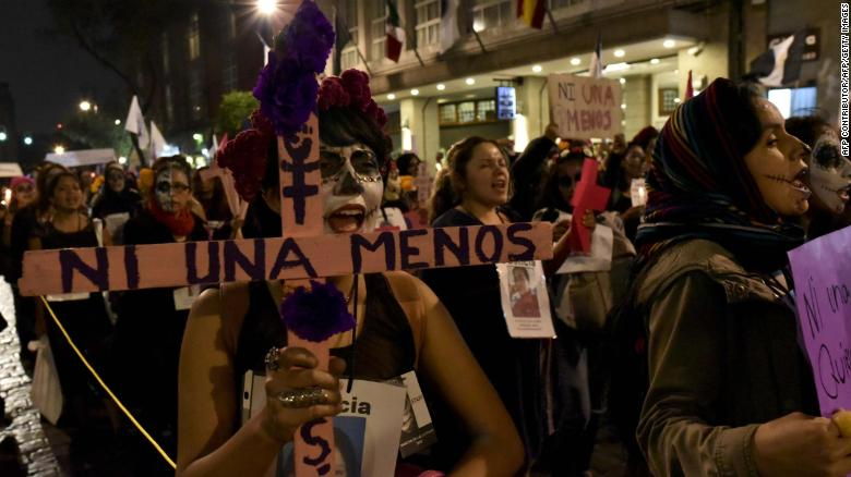 A previous protest over the rate of proesuctions over femicide in Mexico.