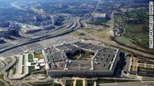 L'amministrazione Trump rimuove alti funzionari della difesa e installa lealisti, facendo scattare l'allarme al Pentagono