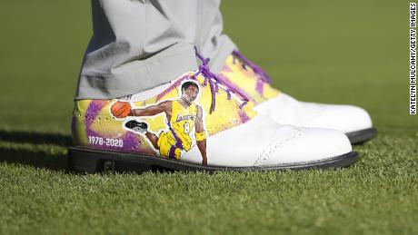 Justin Thomas wore bespoke shoes in honor of NBA star Kobe Bryant.