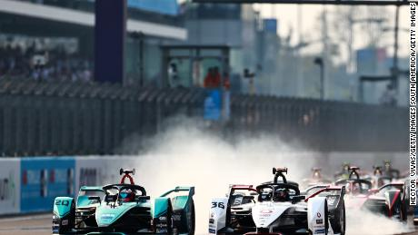 Evans and Lotterer vie for position at the start of the race.