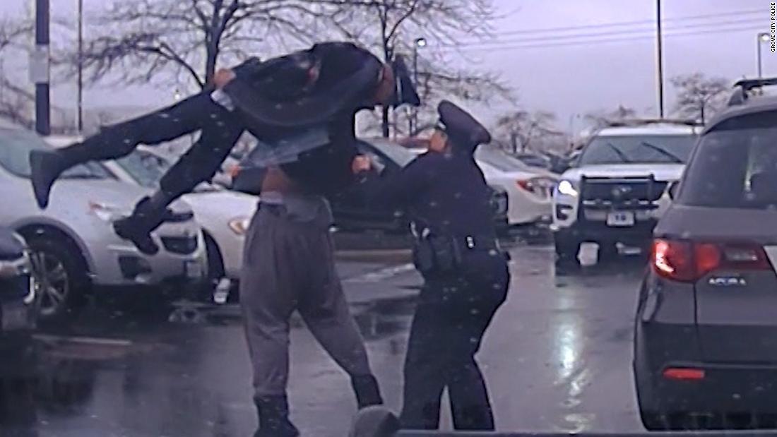 Δείτε παίκτης ποδοσφαίρου κολλεγίων σώμα slam αστυνομικός