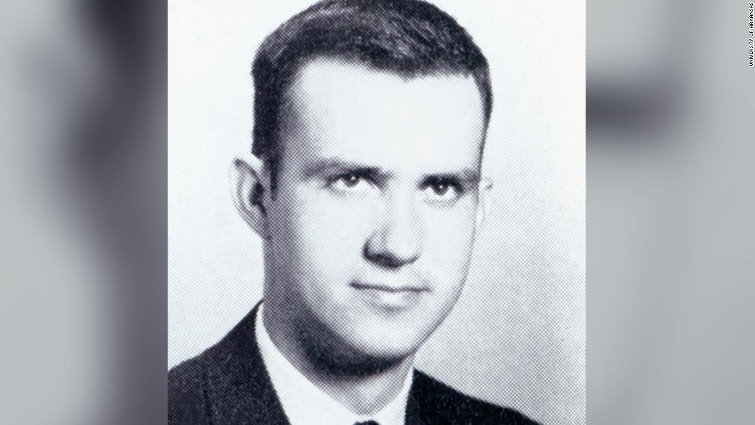 Ο τσαρλς Πόρτις, συγγραφέας του