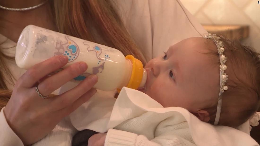 Μια μαμά που ονομάζεται 911, γιατί είναι απελπιστικά αναγκαία μωρό φόρμουλα. Η αστυνομία να παραδοθεί