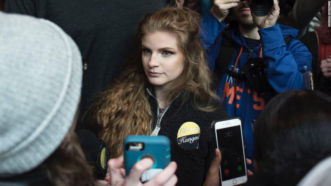 Waffen Aktivist für die Rechte Kaitlin Bennett schwärmte von studentischen Demonstranten