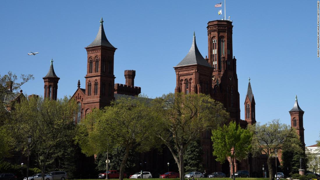 With bipartisan support, a Smithsonian women's history museum is closer to reality