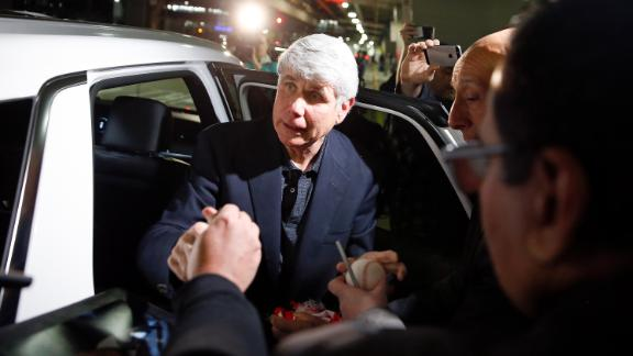 Former Illinois Gov. Rod Blagojevich signs autographs after arriving at O