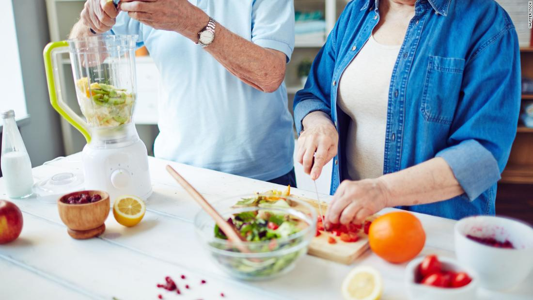 Want to lose more weight? Intensive therapy from dietitians can help older adults, study finds