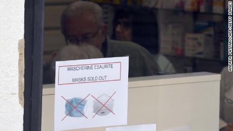 A sign indicating that facemasks are sold out in one pharmacy in Venice on Monday.