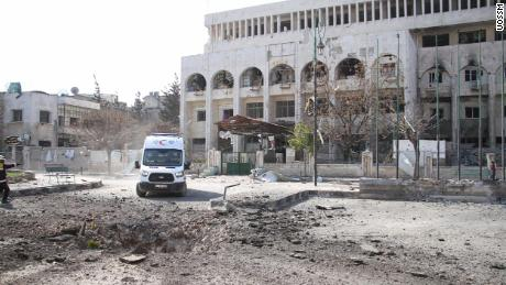At least 21 civilians, including nine children and three teachers, were killed when ten schools and a hospital were hit by ìairstrikes and ground attacksî in Idlib province in northwestern Syria on Tuesday, the Union of Medical Care and Relief Organizations (UOSSM) said in a statement.