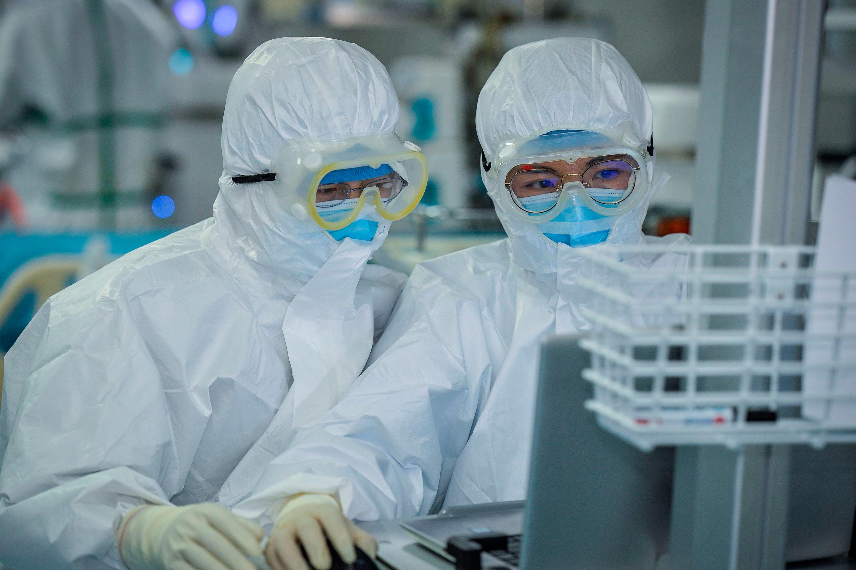 200226110932-coronavirus-doctors-wuhan-china-0224