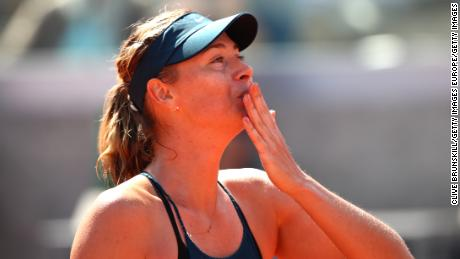 Maria Sharapova blows a kiss to the crowd at Roland Garros in 2018.
