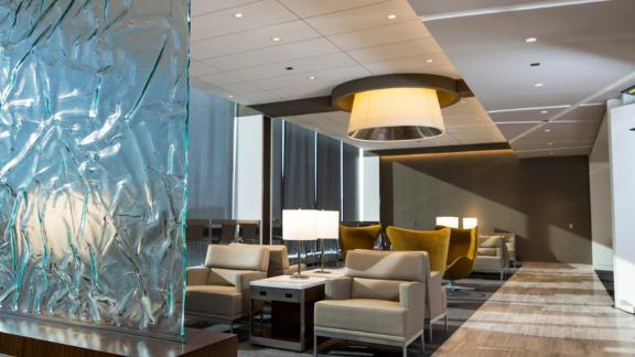 Access the United Club lounges at Chicago's O'Hare airport with the United Club Infinite Card.