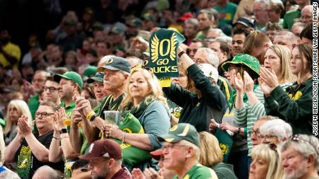 Oregon fans watch the Elite Eight round of the NCAA women's basketball tournament in March 2019.