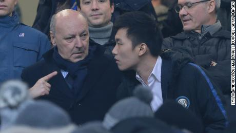Zhang (right) speaks with Inter CEO Giuseppe Marotta in December 2018.