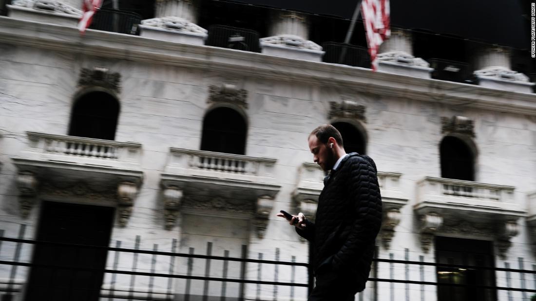 Τι πρέπει να κάνετε με τα 401(k); Μην πανικοβάλλεστε