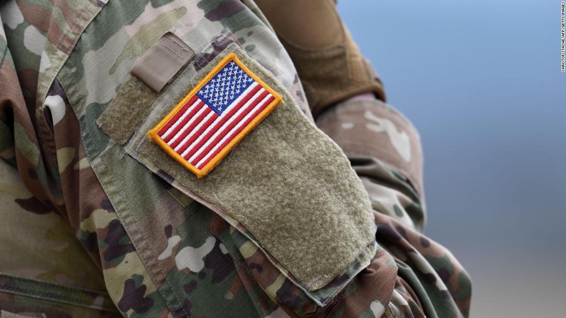 Pejabat Pentagon mengatakan beberapa karyawan diberitahu untuk memakai penutup wajah untuk kerja hari senin