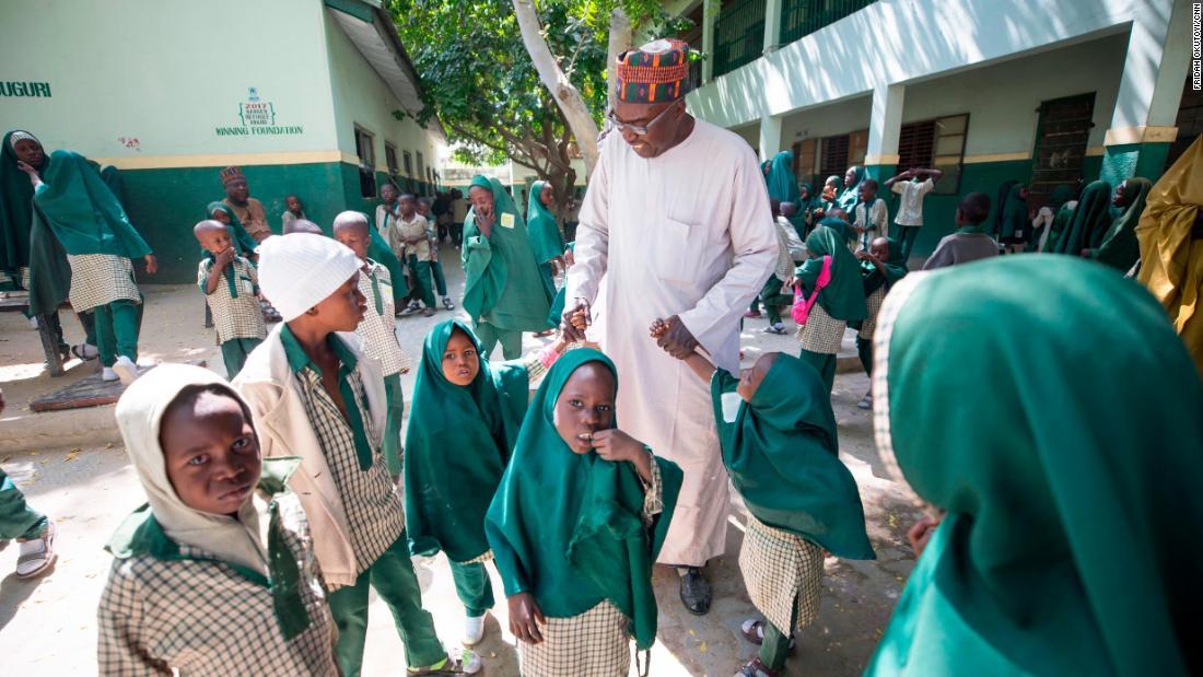 Kinder vertrieben in dem Boko Haram-Konflikt sind auf dem Weg zum Erfolg durch eine Schule der Priorisierung Frieden