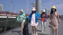 Will warmer weather help fight the coronavirus? Singapore and Australia suggest maybe not