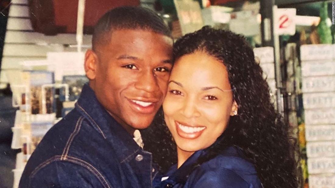 Floyd Mayweather τιμή του αείμνηστου πρώην κοπέλα του, σε μια σειρά Instagram θέσεις