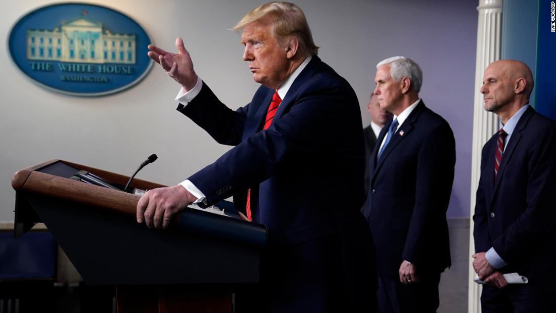 Ανάλυση: Trump πουλάει αβάσιμες ελπίδες σε σκοτεινούς καιρούς