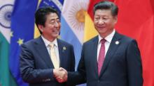 The leaders of Japan and China shake hands in 2016. Tokyo has asked that the media write their names in the same format, Abe Shinzo and Xi Jinping.