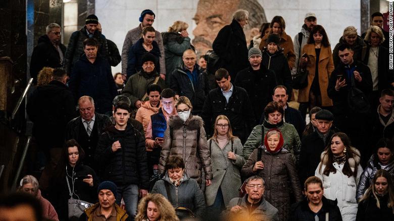 Njerëzit kanë qenë akoma duke mbledhur sistemin e metrosë në Moskë.