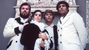 """Kenny Rogers, Thelma Camacho, Mike Settle and Terry Williams of the band """"Kenny Rogers & The First Edition"""" pose for a portrait session in 1967."""